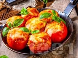 Пълнени домати с кашкавал и ориз, печени на фурна - снимка на рецептата